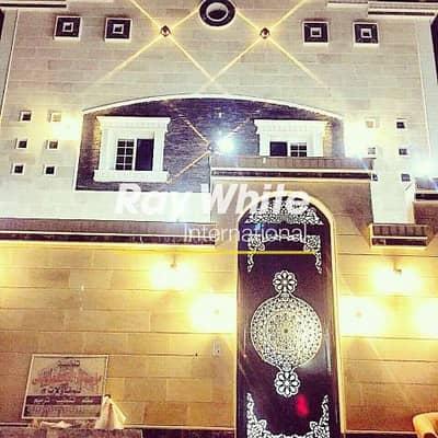 6 Bedroom Villa for Sale in Jeddah, Western Region - A Villa including 3 Separate Apartments for Sale in Al Hamadaniyah