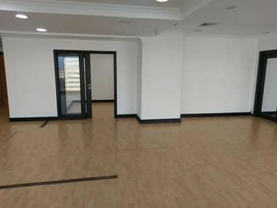 مكتب  للايجار في الخبر، المنطقة الشرقية - Luxury offices and shows for rent Al Subeaei Tower