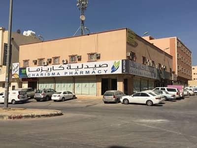 Studio for Sale in Riyadh, Riyadh Region - عمارة تجارية على زاوية شارعين 30 متر وعبارة عن 6 محلات + 13 شقة