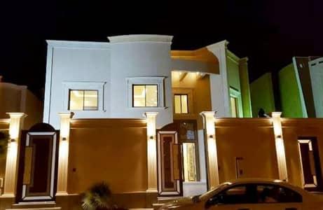 Villa for Sale in Hafar Al Batin, Eastern Region - ثلاث فلل درج صاله بالرياض حي تلال الرياض