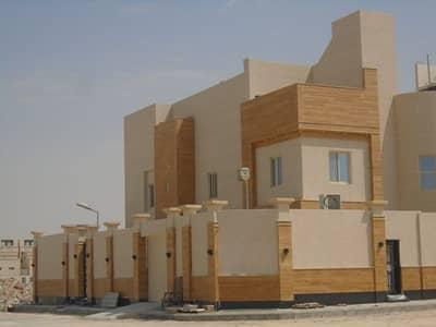 4 Bedroom Villa for Sale in Dammam, Eastern Region - فيلا درج بالصالة+شقتين