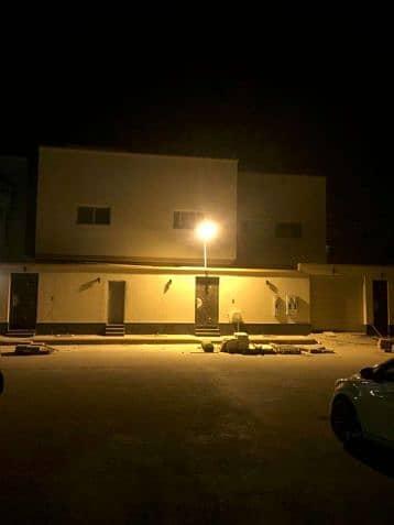 Villa for Sale in Riyadh, Riyadh Region - للبيع او للايجار فيلا حي القيروان مساحة 400 دور ونص وشقتين مستخدم مجدد بلكامل